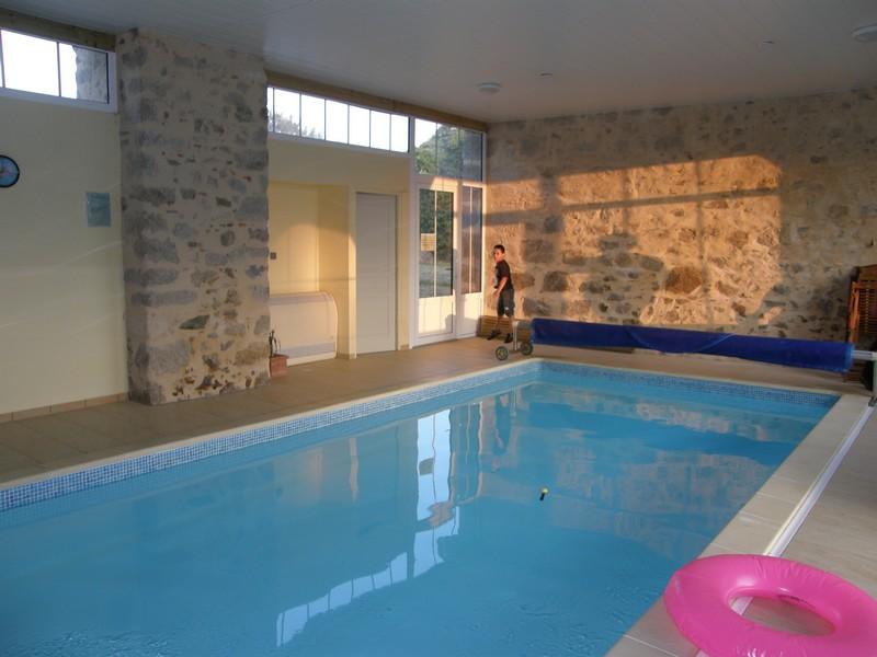 Horizons vendeens g te avec piscine pouzauges au coeur for Gite piscine interieure